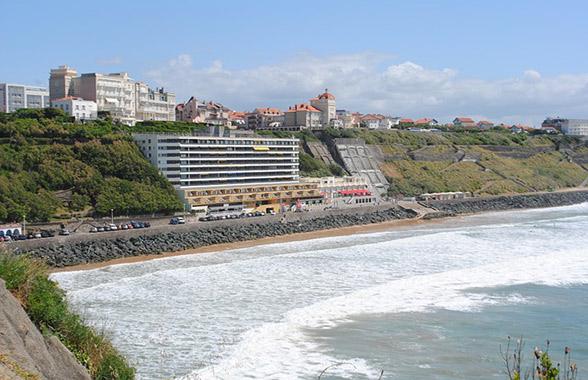 plage de la côte des basque à Biarritz